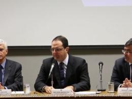 'Política econômica continua ações para recuperar crescimento', diz Barbosa