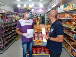 """""""Para não causar pânico"""", lojas proíbem que funcionários usem máscaras"""