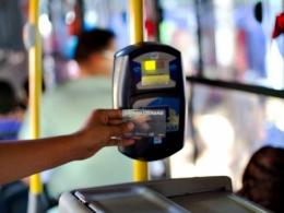 Quando a empresa deposita o reembolso do transporte, ela pode descontar o mesmo no pagamento do salário?